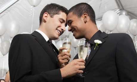 Homosexualii, casatoriile si adoptiile, norma si normal