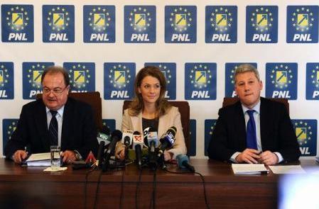 Ponta e urmarit penal si fuge opozitia