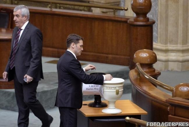 Sova scapat de Senat, Iohannis scapat pe Facebook