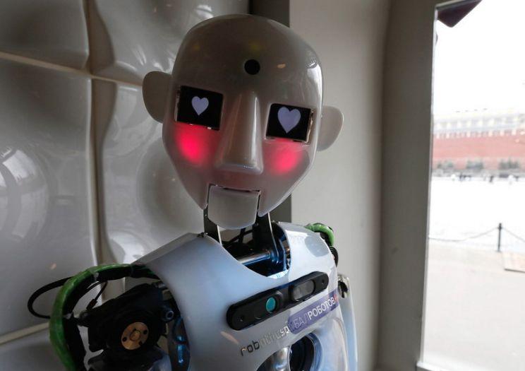 Alegeri. Migranți sau roboți?